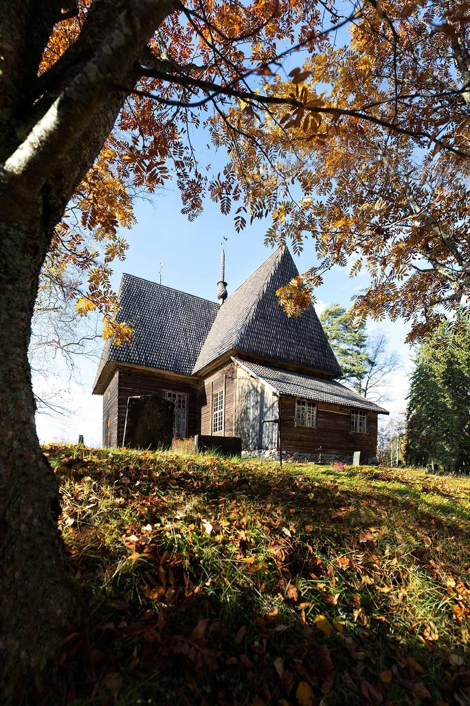 Syksyinen Petäjäveden vanha kirkko